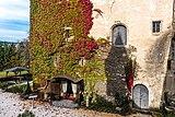 Moosburg Schloss 1 Schloss SW-Ecke wilder Wein Auschnitt 23102018 5126.jpg