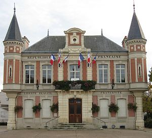 Mouroux mairie.jpg