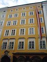 Mozart Geburtshaus - panoramio.jpg