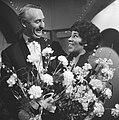 Nationaal Songfestival 1966. Winnares Milly Scott en dirigent Dolf van der Linde, Bestanddeelnr 918-7507.jpg
