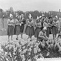 Nederlandse kaasmeisjes bezoeken Floriade, Bestanddeelnr 911-1706.jpg