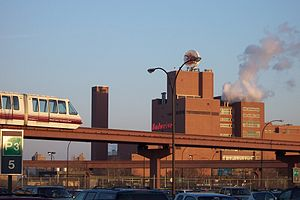 AirTrain Newark - An AirTrain over the P3 parking lot, 2005, with the Anheuser-Busch Newark factory in the background