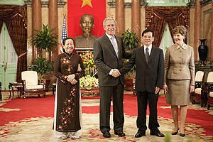 Nguyễn Minh Triết - Nguyễn Minh Triết and First Lady Trần Thị Kim Chi meet with George W. Bush and Laura Bush at the President's Palace, November 2006.