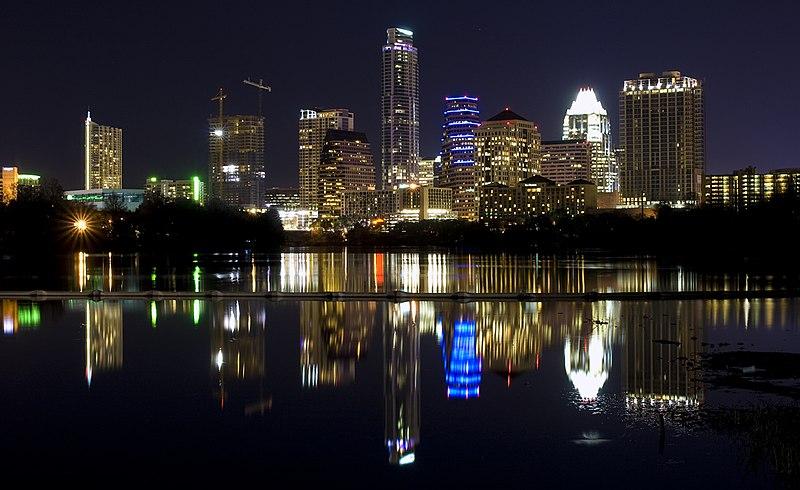 Cidade de Austin 800px-Night_Skyline