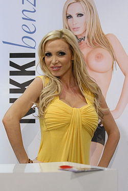 Nikki Benz at AEE 2010.jpg