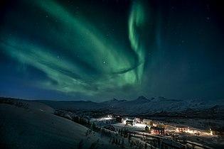 Nordlyset danser over Jakobsbakken.jpg
