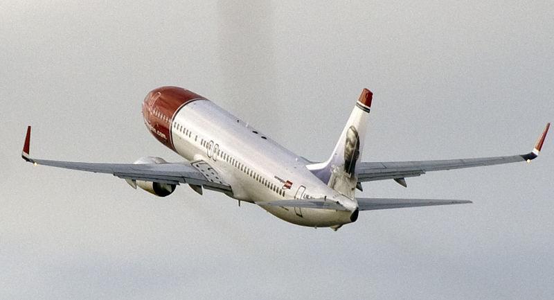 Norwegian 737-800 acsending.jpg