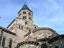 Le chevet et le clocher de la basilique Notre-Dame-du-Port