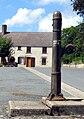 Nouziers pompe (centre du village) 1a.jpg