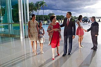 Palácio da Alvorada - President Dilma Rousseff with U.S. President Barack Obama and his family in the Entrance Hall, 19 March 2011