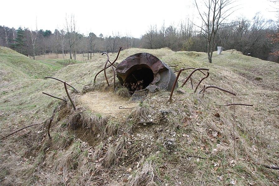 Restes déchiquetés de l'observatoire cuirassé de l'ouvrage de Thiaumont, près de Verdun.