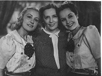 "Olinda Bozán - Nuri Montsé, Olinda Bozán and Delia Garcés, ""Doce Mujeres"" (1939)"