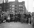 Opening winkelweek Zuid in de Van Woustraat te Amsterdam. In het midden burgemee, Bestanddeelnr 904-8673.jpg
