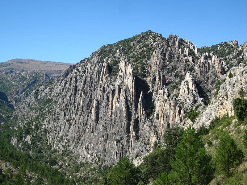File:Organos de Montoro, Teruel.jpg