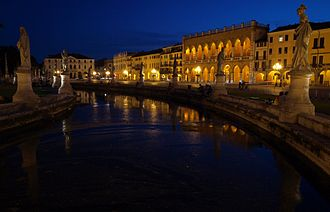 Padua Prato della Valle at night.jpg