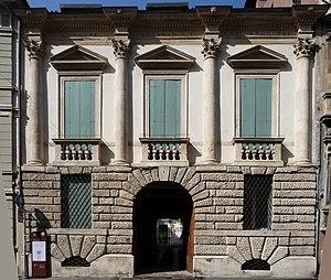 Palazzo Schio - Image: Palazzo Schio Vicenza facciata Palladio by Marcok 2009 08 14 n 03 rect