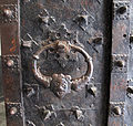Palazzo nicolosio lomellini, portale, maniglia 2.jpg