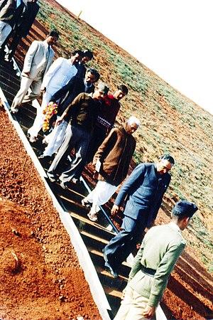 Bansagar Dam - Pandit Ram Kishore Shukla following Motilal Vora leading to their motocade succeeding an inspection of Bansagar Dam in Madhya Pradesh in 1985