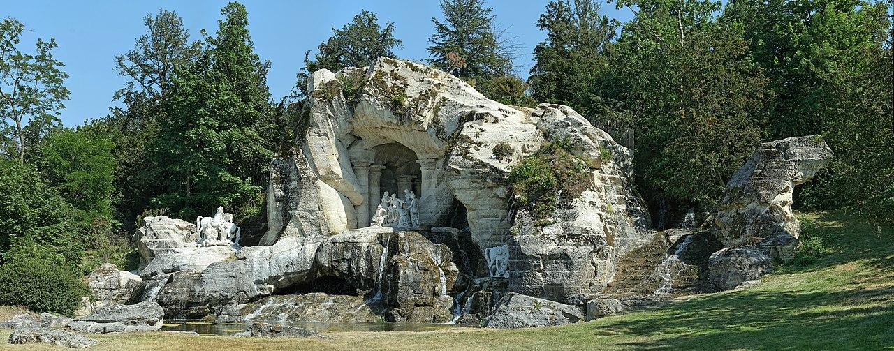 Fichier:Parc de Versailles, bosquet des Bains-d'Apollon, grotte 01.jpg —  Wikipédia
