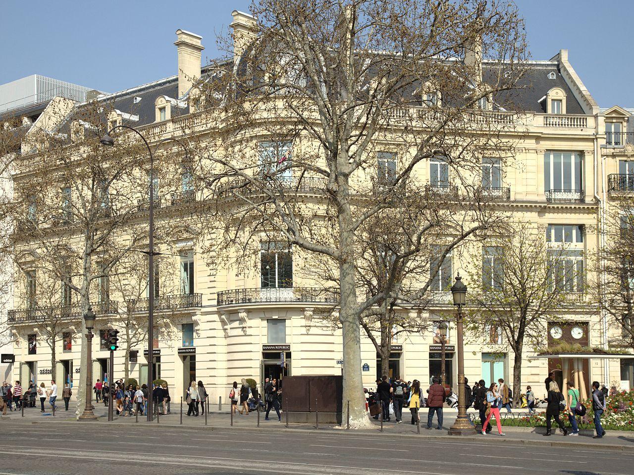 Galerie de portraits : Le manchon au XVIIIe siècle  - Page 3 1280px-Paris_rond-point_des_champs_elysees_no12%2B14