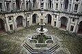 Patio renacentista del Convento de Cristo en Tomar.jpg