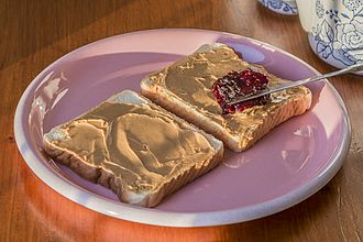 Peanut butter and jelly sandwich - Image: Peanut butter and jelly sandwich (11120683916)