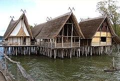 Rekonstruerede pælhuse ved Bodensøen i Tyskland
