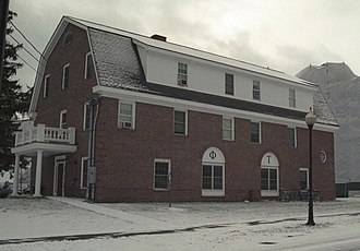 Phi Tau - The ΦΤ residence at Dartmouth College, constructed in 2002, photographed in the winter of 2005.