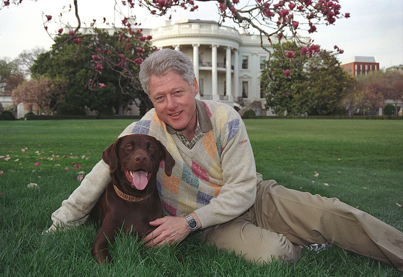 File:Photograph of President William Jefferson Clinton with Buddy the Dog- 04-06-1999 (6461541617).jpg