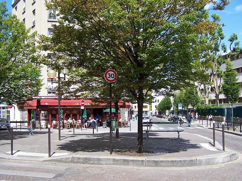 Fichier:Place Claude-Bourdet.JPG