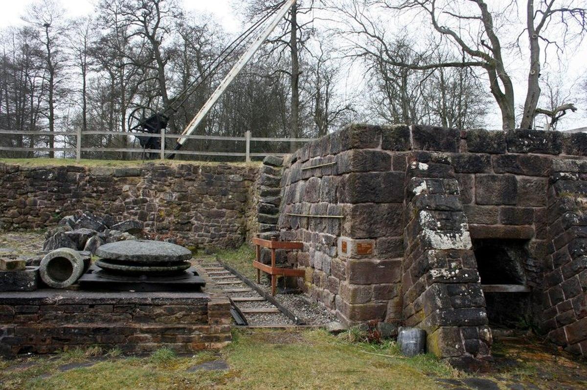 Plateway & flint kilns at Flint Mill (geograph 3376360).jpg