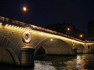 Pont Louis-Philippe - The bridge at night