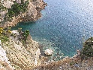 Il mare in prossimità di Punta del Papa.