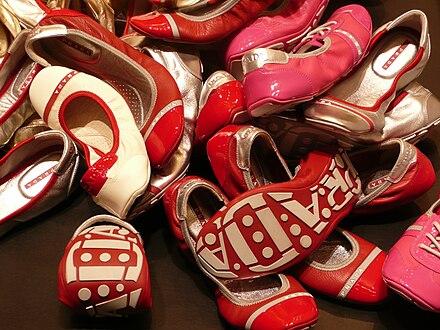 aa83222d43965 Schuhe aus der Prada Linea Rossa Kollektion