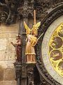 Prazsky orloj sochy filozof a andel.jpg
