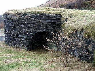 Pwllgwaelod - The lime kiln at Pwllgwaelod