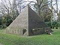 Pyramide Wulsdorf 1.jpg