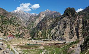 Sepiddasht, Lorestan - Valley with train
