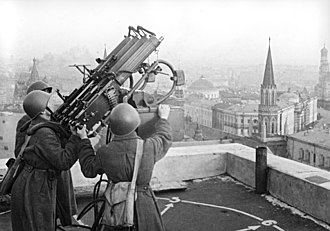 Battle of Moscow - Soviet anti-aircraft gunners on the roof of the Moskva hotel