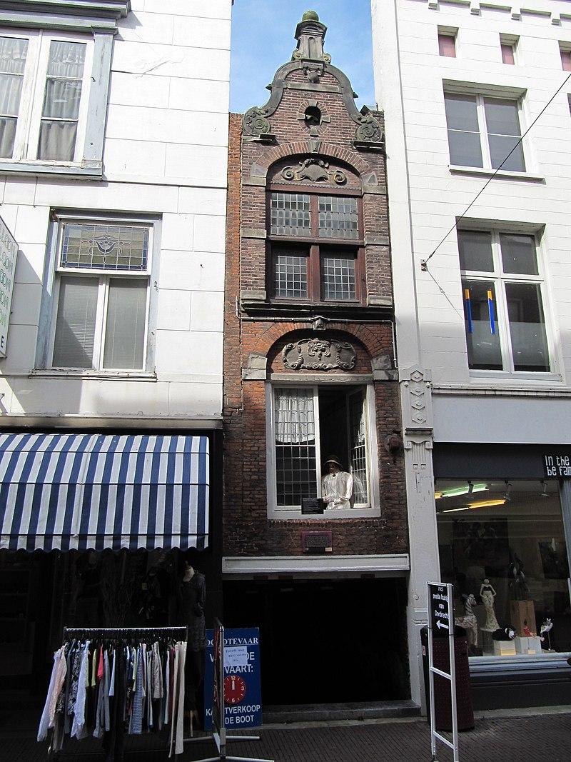 http://upload.wikimedia.org/wikipedia/commons/thumb/a/ad/RM13796_Dordrecht_-_Voorstraat_265.jpg/800px-RM13796_Dordrecht_-_Voorstraat_265.jpg