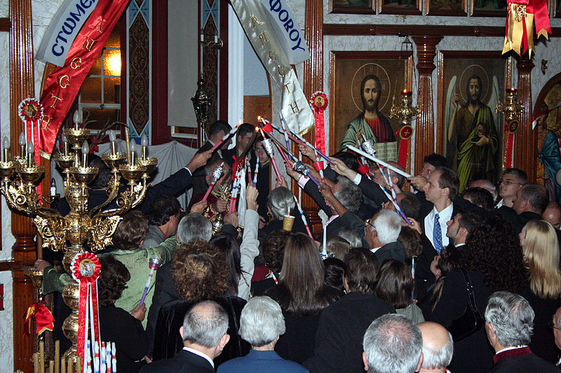 File:Receiving the Holy Light at Easter.jpg
