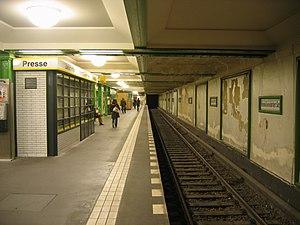 Reinickendorfer Straße (Berlin U-Bahn) - Platform view, Reinickendorfer Straße U-Bahn station