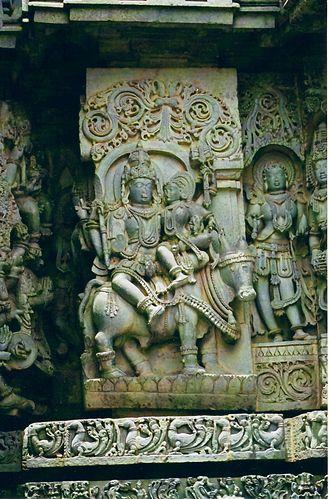 Hoysala architecture - Shiva, Parvati, Nandi at Halebidu