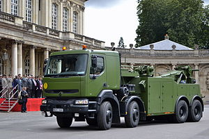 Renault 400 recovery vehicle (2).jpg