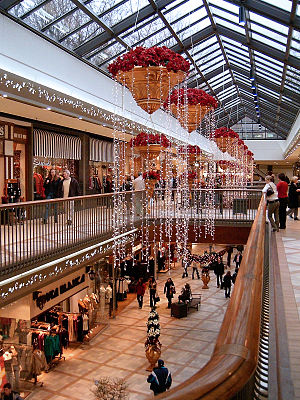 Rideau Centre -  The Rideau Centre at Christmas before renovations