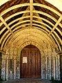 Roberval (60), église Saint-Remy, portail.jpg