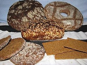 Finnish bread - Image: Ruisleipä limppu reikäleipä reissumies hapankorppu 1