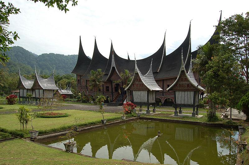 File Rumah Gadang In Padang Panjang Jpg Wikipedia