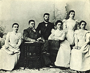 Rosina Lhévinne - Vasily Safonov (1852—1918) with his pupils from Moscow Conservatory, on the left: Rosina Lhévinne.