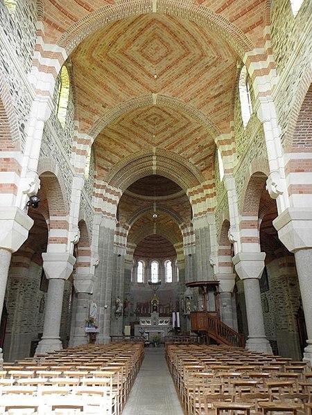 Nef principale de l'église de Saint-Malo-de-Phily (35).